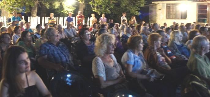 Τα μέλη του Συλλόγου διοργάνωσαν Ημερίδα στην Καστανιά 11 Αυγ17. Η Ημερίδα άνοιξε με καλωσόρισμα των προσκεκλημένων συγχωριανών με δυο τοπικά παραδοσιακά τραγούδια που ερμήνευσαν όπως παλιά, καταχειροκροτούμενες, οι κυρίες: Αγορή Ζουμπογιάννη, Μαριγώ Ντάλη, Ντίνα Ξυδιά και Ευθυμία Εγγλέζου.