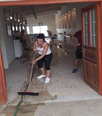 Καθάρισμα εισόδου Μουσείου Πανίδας-Χλωρίδας από εθελοντές του Συλλόγου (5-7 Αυγ)