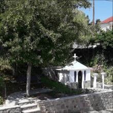 Ανακαίνιση του περιβάλλοντος χώρου, στο Εκκλησάκι Χριστός, με οικονομική ενίσχυση του Συλλόγου και χωριανών