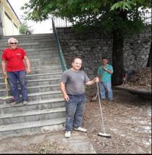 Καθαρισμός-αποκομιδή σκουπιδιών εξωτερικού χώρου Μουσείου/Δημ. Σχολείου Καστανιάς από μέλη του Συλλόγου