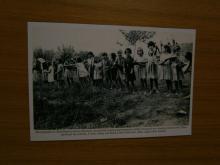 Εικόνα 3: Τα παιδιά του Δημοτικού Σχολείου βοηθούν στην κατεδάφιση του παλιού Σχολείου